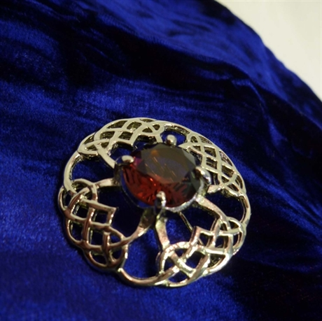 Picture of Mini Plaid Brooch Woven Jewel