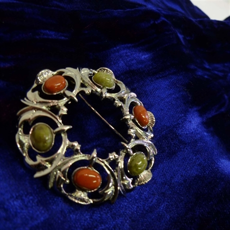 Picture of Mini Plaid Brooch Thistle Pebble